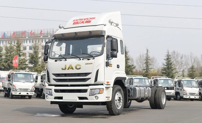 江淮德沃斯Q9 6.8米载货车